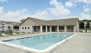 Pool, Newport Commons