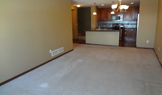 Large Living room, 15547-60Th Ave N