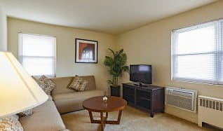 Living Room, Crestwood Lake Apartments