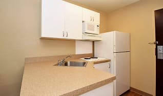 Kitchen, Furnished Studio - Richmond - Hilltop Mall