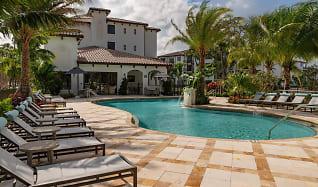 Pool, Azola West Palm