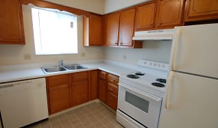 Kitchen, Colonial Crest Apartments Gas City