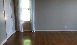 Living Room, 1129 Warfield Blvd.