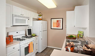 Kitchen, Evergreen Apartments & Townhomes
