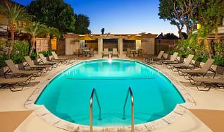 Pool, Huntington Continental