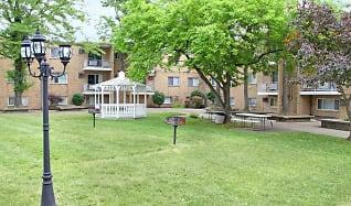 Building, Cross Creek Gardens