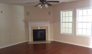 Living Room, 3999 Cliffglen Court Nw