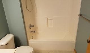 Bathroom, 546 Lovell Ave #5