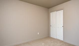Bedroom, 707 Communities