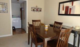 Dining Room, Shenandoah Ridge Townhomes