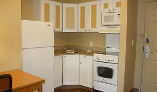 Kitchen, Furnished Studio - San Rafael - Francisco Blvd. East