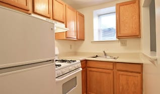Kitchen, Cedar Glen Apartments