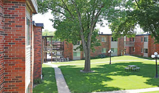 Courtyard, Emerald Court Apartments
