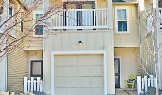 515 G Street #225, Eagle Point, OR