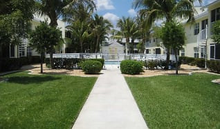 Beautifully landscaped courtyard, Cabana Club South