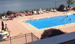 Pool, Mariners Landing