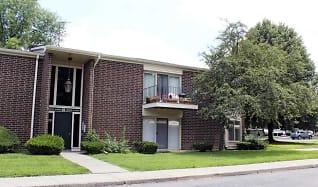 Building, Deerfield Woods