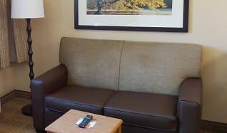 Living Room, Furnished Studio - Findlay - Tiffin Avenue