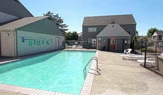 Pool, Brookhollow Apartments