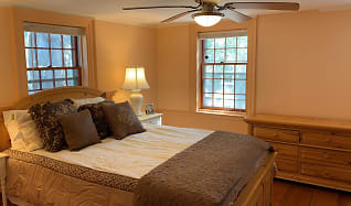 Bedroom, 72 Essex Street