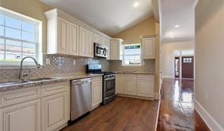 Kitchen, 2749 Conti St