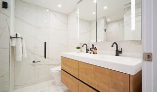 Bathroom, Palazzo at The Piazza