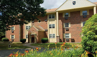 Building, Wexford Village Apartment Homes