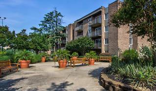 Courtyard, Mason at Van Dorn