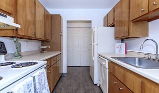 Kitchen, Groton Towers Place Apartments