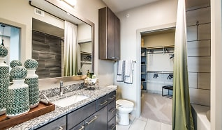 Bathroom, Aura Riverside