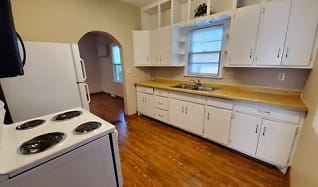 Kitchen, 529 2nd St SE