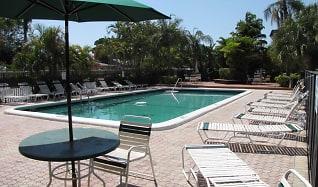 Pool, Banyan Club