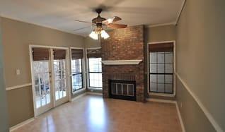 Living Room, 3001 Cedar St Apt 109