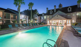 Pool, The Huntley Apartments