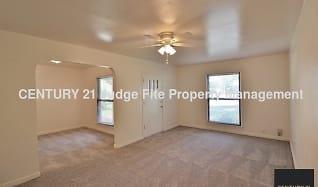 Living Area, 6210 Fairway Avenue