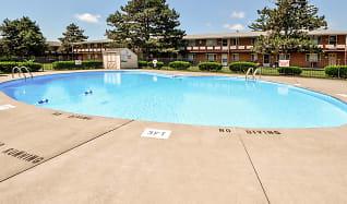 Pool, Green Meadows Apartments