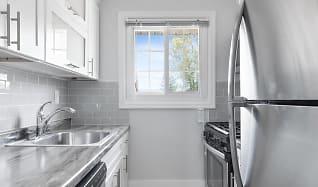 Kitchen, Eagle Rock Apartments At Mineola