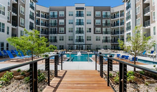Encore Pool & Courtyard, Encore at Forest Park Apartments