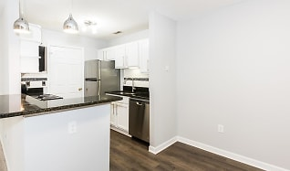 Kitchen, Crown Point at Kingsport Drive