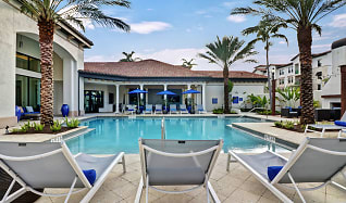 Pool, Linden Pointe