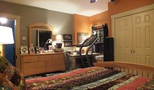 House Bedroom 2.jpg, 104 McClure Street