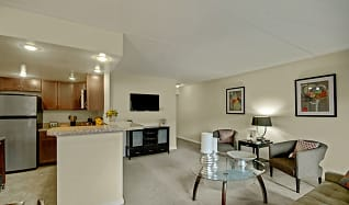 Racquet Club Apartments & Townhomes, Woodbourne, PA