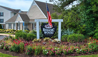 Community Signage, Rohoic Wood Apartments and Townhomes