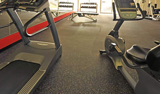 Fitness Weight Room, Villa Apartments
