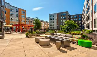 Building, 2700 University Apartments