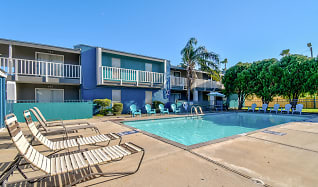 Pool, Bay Bluff Apartments