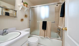 Bathroom, Donna Manor