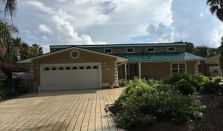 Front of House, 214 Marlin Circle