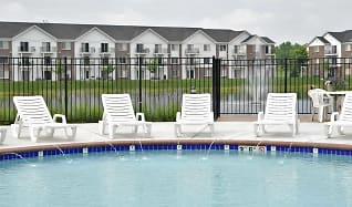 Pool, Towne Lakes Apartments