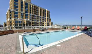 Pool, Aura Pentagon City